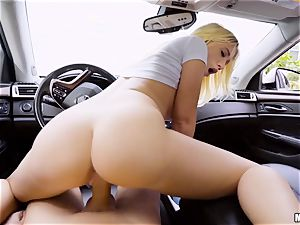 Bailey Brooke plumbed deep in her cunny in the car