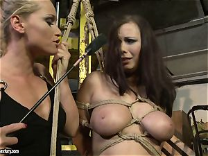 Kathia Nobili whip the tongue of sweetheart woman
