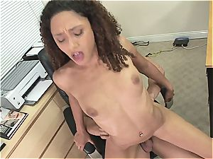 ebony stunner Mimi Allen proves her porn abilities on the casting