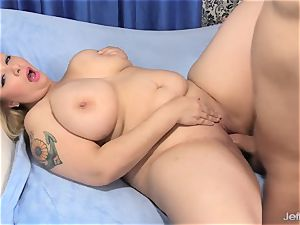 big boobed plus-size Sinful Samia inhales and tears up