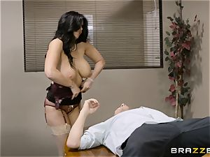 insatiable brown-haired Romi Rain humped in her cock-squeezing cootchie