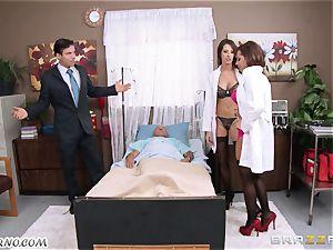 Kortney Kane & Madison Ivy - porno 3some in a clinic ward