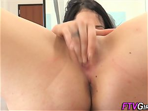 inexperienced tracy fondles gash
