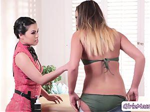 Vietnamese masseur Cindy Starfall loves eating Jaye Summers humid puss