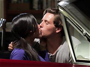 Chloe Amour pounds in her boyfriends fresh car