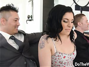 Swinger wifey Cheats in Front of hubby