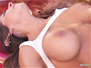 Luxury pornstar Madison Ivy gets rock-hard boned by Keiran Lee outdoor