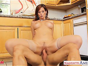 Stockinged mommy Syren De Mer poking in kitchen