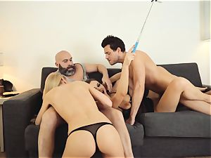 LOS CONSOLADORES - steamy swinger 4some with super-hot stunners