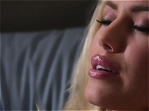 Nicole Aniston gropes her self to sleep every night