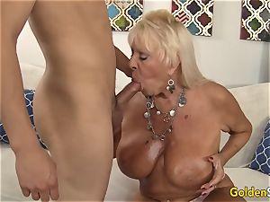 granny Mandy McGraw tempts stud