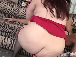 Redheaded plus-size Eliza Allure jacks a big man rod