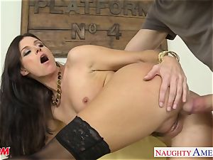 Stockinged mummy India Summers gets pounded and facialized