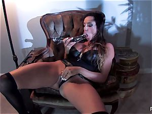 Ariella Ferrera screws herself with a ginormous glass fucktoy