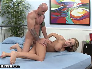 inexperienced cougar Cuckolds thick spouse with Muscle fellow