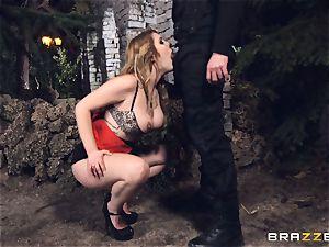 hot escort Hanna Montada gargles and fucks a messy cop