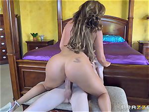 Mature lovelies Phoenix Marie and Julia Ann riding schlong